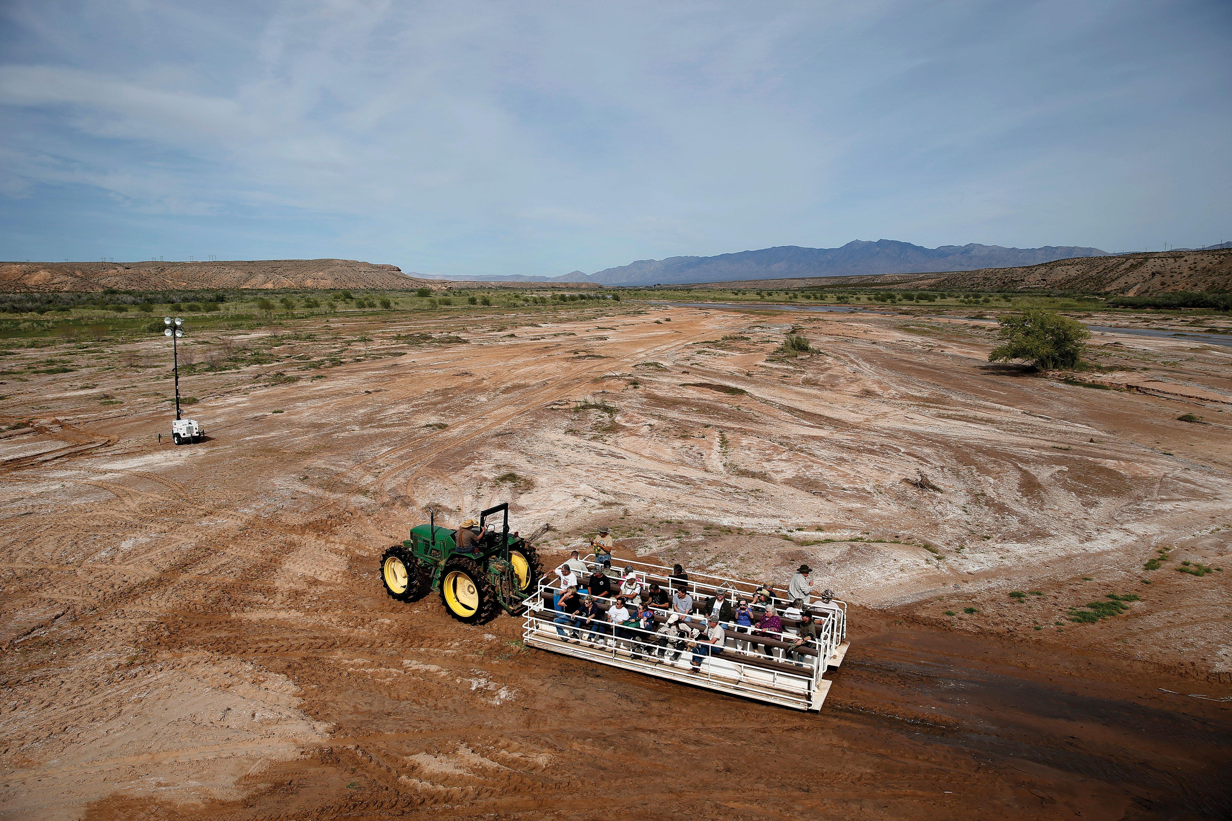 Bundy supporters arrive via tractor