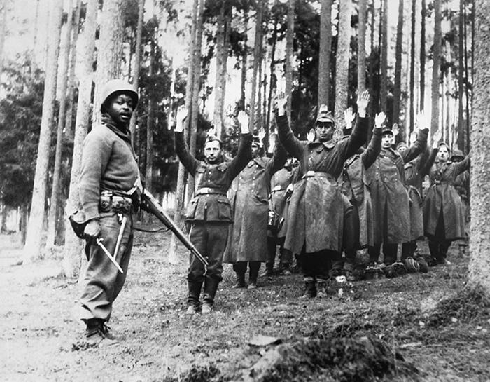 Black U.S. soldier guards captured Nazis
